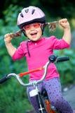 骑自行车者女孩一点 免版税库存照片
