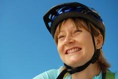 骑自行车者微笑 免版税库存图片