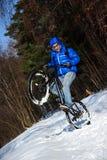 骑自行车者极端冬天 图库摄影