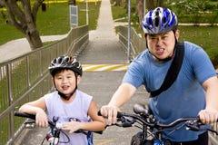 骑自行车者父亲儿子 库存图片