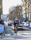 骑自行车者Irizar Markel-巴黎尼斯2013年序幕在Houilles 图库摄影