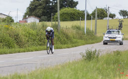 骑自行车者Natnael Berhane - Criterium du杜法因呢2017年 免版税库存图片