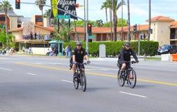 骑自行车警察乘坐 库存图片