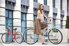 骑自行车都市的乘驾 图库摄影