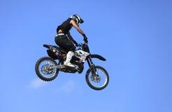 骑自行车飞行 免版税库存照片