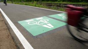 骑自行车高速公路,周期路线达姆施塔特-法兰克福,德国 股票视频