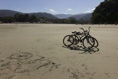骑自行车n海滩 库存图片