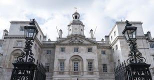 骑马卫兵游行入口伦敦 免版税库存照片