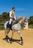 骑马女孩训练  免版税库存图片