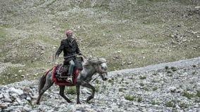 骑马的西藏人 库存图片