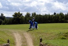 骑马的马背射击的骑士、战士或者战斗机 库存照片