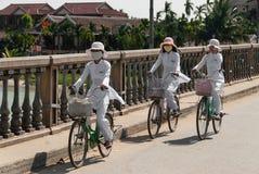 骑马自行车在的Hoi,越南 免版税库存照片