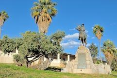 骑马车手纪念碑和Alte Feste在温得和克 免版税库存图片