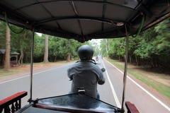 骑马Tuk Tuk在暹粒,柬埔寨 库存图片