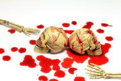 头骨和血液 库存例证