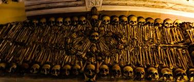 骨头的教堂内部在埃武拉,葡萄牙 免版税图库摄影