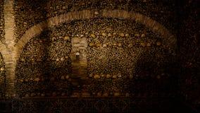 骨头的教堂内部在埃武拉,葡萄牙 库存图片