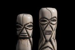骨头被雕刻的非洲小雕象 免版税库存照片