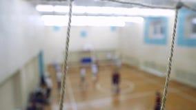 高中排球比赛 排球队戏剧 被弄脏的看法通过被聚焦的栅格 1920x1080 股票录像