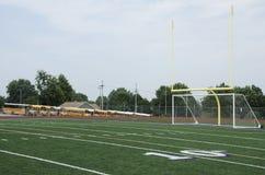 高中橄榄球场 库存照片