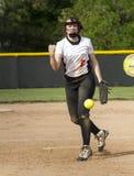高中Fastpitch垒球投手 免版税库存照片