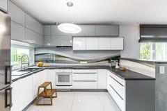 高光泽度的厨房想法 库存照片