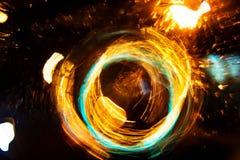 高分辨率抽象发光的圈子行动弄脏了在黑暗生动红色的背景,绿色,黄色,蓝色 免版税图库摄影