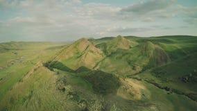 高加索山脉史诗飞行小山和英王乔治一世至三世时期谷秀丽自然乔治亚动物waterwall寄生虫4k 股票录像
