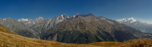 高加索山脉在乔治亚国家 美丽的山la 库存照片
