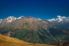 高加索山脉在乔治亚国家 美丽的山la 库存图片
