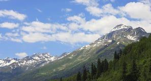 高加索山脉夏令时 Dombai山风景 免版税库存照片