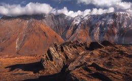 高加索山脉晚秋天视图  免版税库存照片