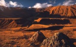 高加索山脉晚秋天视图  库存照片