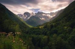 高加索山脉范围的看法在Racha,乔治亚 图库摄影