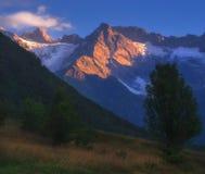 高加索山脉范围的看法在Racha,乔治亚 免版税库存照片