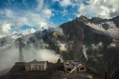高加索山脉范围的美丽的景色 库存照片