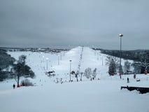 高加索dombay区域滑雪倾斜 免版税图库摄影