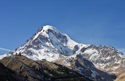 高加索佐治亚gudauri kazbek挂接山区度假村滑雪视图冬天 库存图片