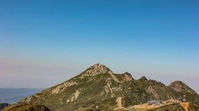 高加索山脉罗莎峰顶在夏天 Krasnaya polyana,罗莎Khutor,索契,俄罗斯 免版税图库摄影