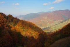 高加索覆盖横向山山shurovky天空ushba 图库摄影