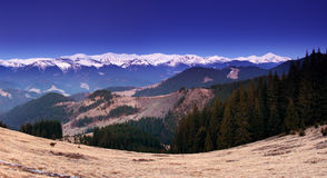 高加索覆盖横向山山shurovky天空ushba 免版税库存图片