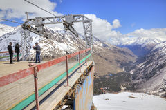 高加索 cheget开花地衣山 高加索dombay山区度假村索道滑雪岗位 库存照片