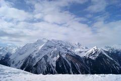 高加索dombay山山峰 库存图片