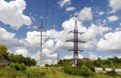 高压传输输电线 免版税库存图片