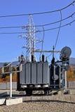 高压充满油的电源变压器 免版税库存图片