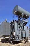 高压充满油的电源变压器 免版税库存照片