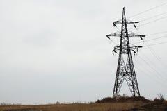 高压力量塔和电线反对天空 库存照片