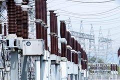 高压岗位或电压塔 免版税库存照片