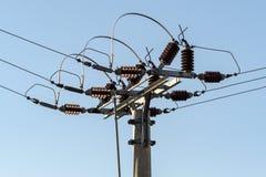 高压电专栏和导线  库存图片