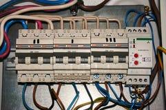 高压网络的电源开关与被连接的导线 行业背景 免版税库存图片
